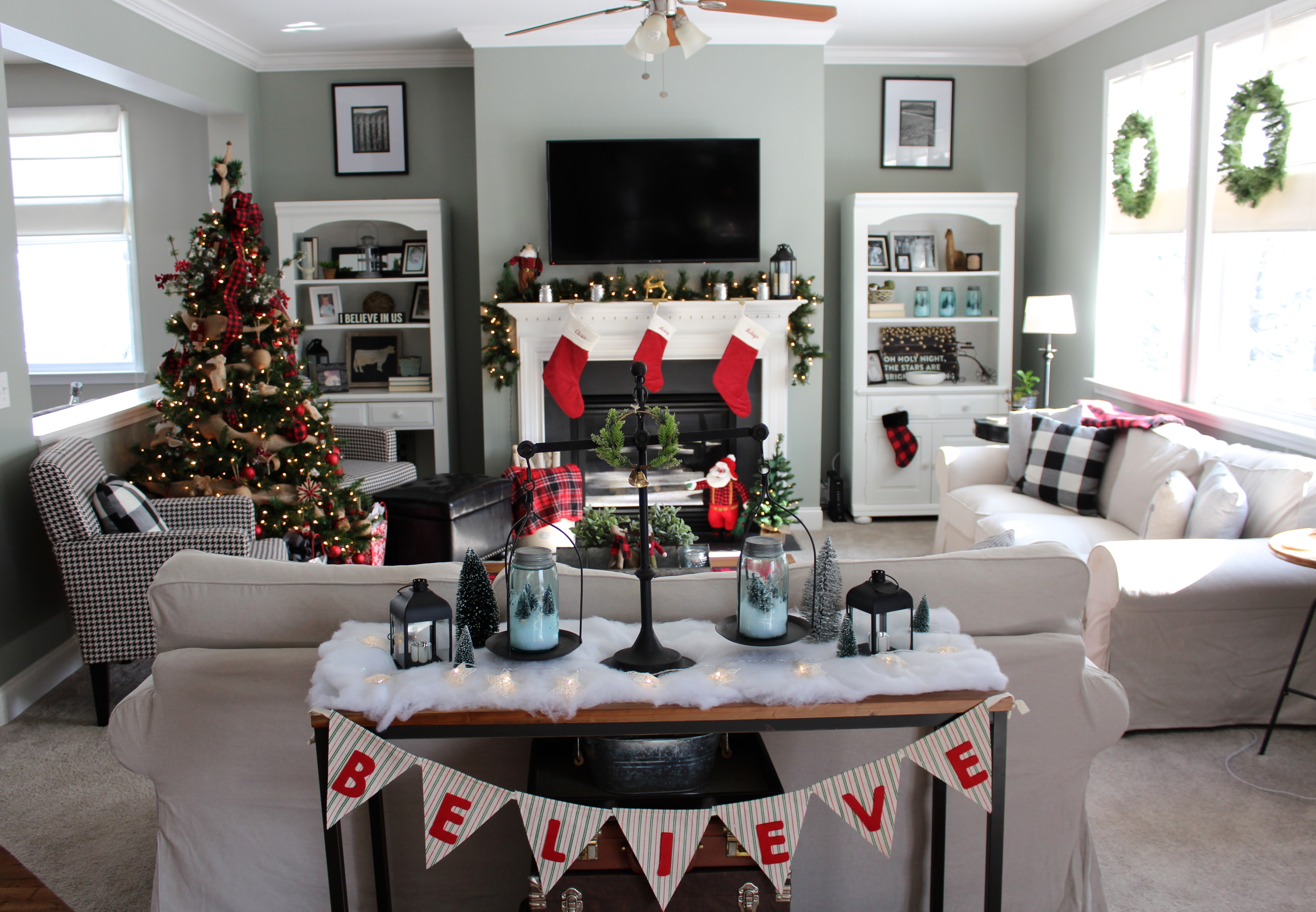 Christmas House Decor.Christmas House Tour Robyn S Southern Nest